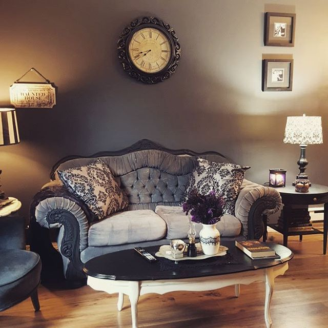 Best 25 gothic living rooms ideas on pinterest gothic for Gothic living room ideas