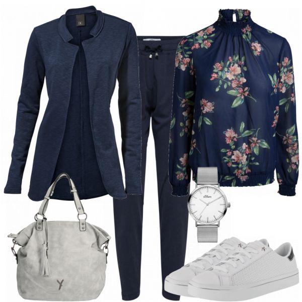 Freizeit Outfits: Margaret bei FrauenOutfits.de #fashion #fashionista #mode #damenmode #frauenmode #damenoutfit #frauenoutfit #outfit #outfitinspiration #mode #trend2018 #modetrend #sneaker #cardigan #blau