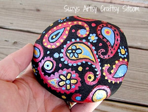 How to make pretty paisley stones to decorate your garden!