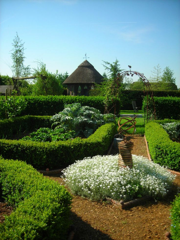17 best images about french parterre gardens on pinterest for Parterre garden designs