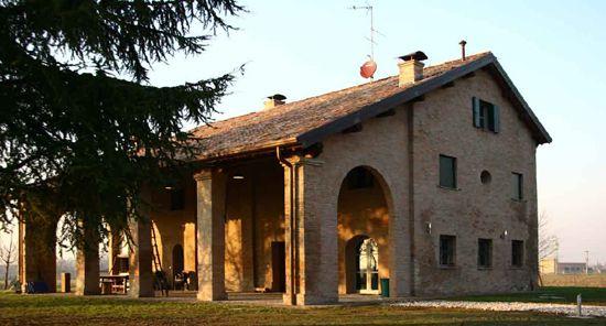 Portico con arco laterale