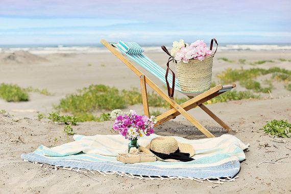 Angebot gilt für ein FineArt print, randlos, unmatted und ungerahmte - Sommertage  Meer, Strand Foto mit einer hübschen Vignette Retro/Vintage Strandkorb, Blumen und einen Strohhut. Bild hat eine schöne weiche verträumte Atmosphäre mit Pastell-Farben und ist ein großes Kompliment zu Ihrem Strandurlaub oder Hütte nach Hause.  Um diesen Druck zu bestellen, bitte benutzen Sie das Dropdown-Menü um Ihre Größe zu wählen. Um dies zu schätzen wissen print in seiner Gesamtheit ohne Zuschneiden, es…