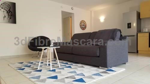 The Classy MulticonseilS Pérols Set in Pérols, this apartment features a terrace. The Classy MulticonseilS features views of the garden and is 600 metres from Parc des Expositions de Montpellier. Free WiFi is available and free private parking is available on site.