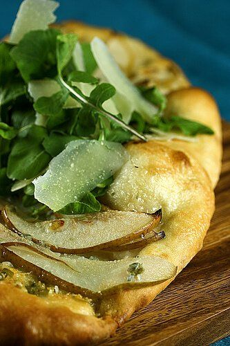 No Knead Pizza Dough: Pear and Gorgonzola Flatbread with Baby Arugula and Shaved Parmesan ~ http://steamykitchen.com