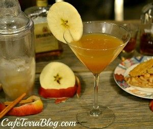 Homemade Apple Pie Cocktail for #TheFallHarvestDinner