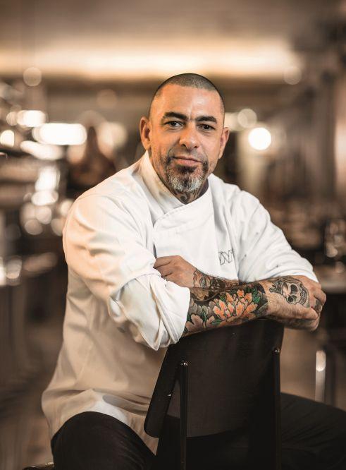 O chef Henrique Fogaça, do Masterchef, relembra seu início de carreira, feito de hambúrgueres e sanduíches