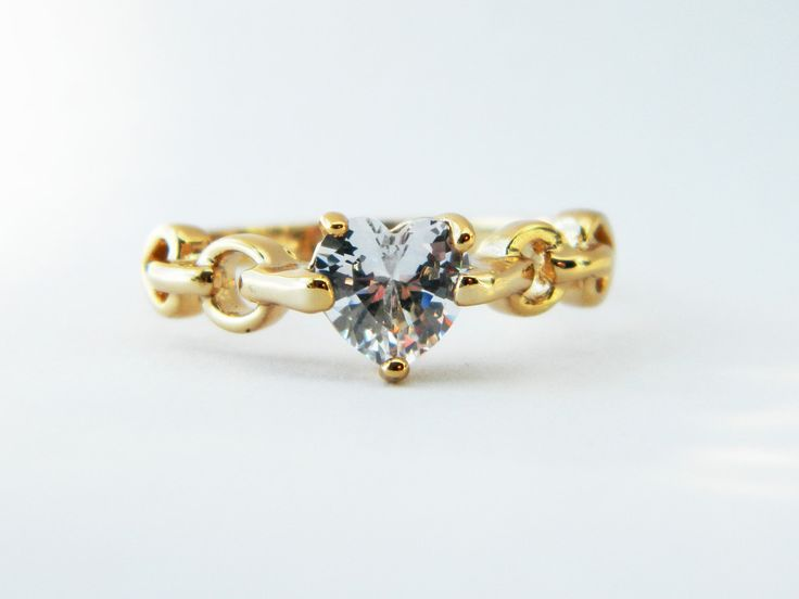 Retro 18Kt Gold Rope Band Ring with Faux Diamond Heart on ElleFulton.com.