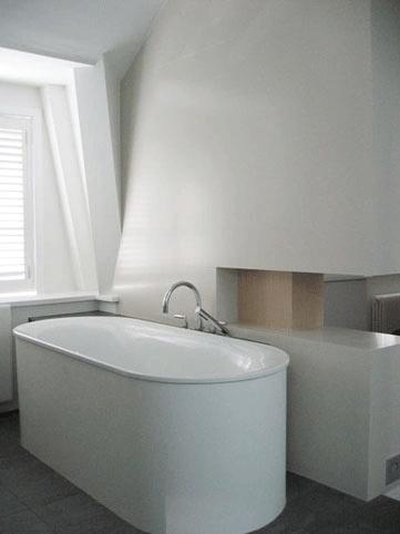 Vrijstaande rond bad in open #badkamer