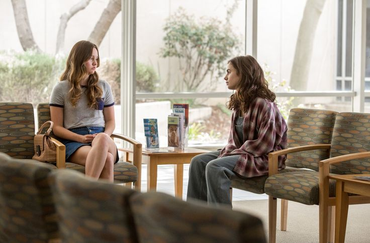 Lily Collins and Liana Liberato in To the Bone (8)