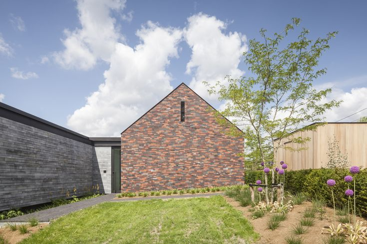 H-Shaped House with Office / sam architects