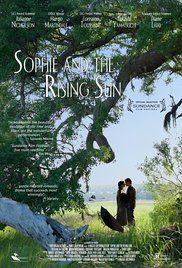 Sophie and the Rising Sun / Sophie ve Günesin Dogusu (2016) Autumn of 1941 in Salty Creek, a fishing village in South Carolina, two interracial lovers are swept up in the tides of history./Güney Carolina'daki bir balıkçı kasabasında yaralı halde bulunan gizemli bir çekik gözlü adam ve aralarında zamanla bir aşk başlayacak olan Sophie'nin hayatları Pearl Harbor baskınıyla birlikte kararır.