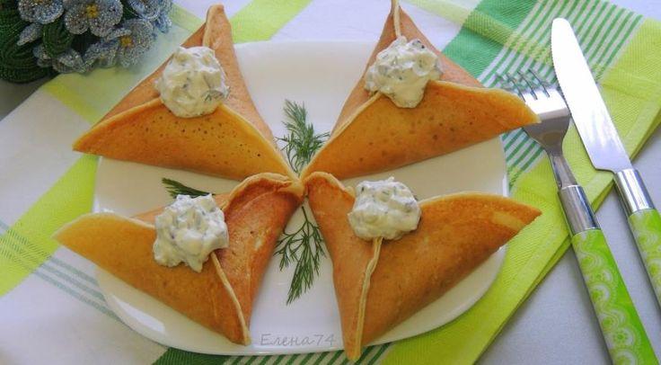 Треуголки блинные с курино-грибной начинкой и соусом
