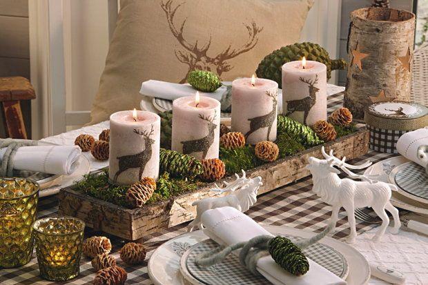 """Wieniec adwentowy """"Hubertus"""". Świąteczna dekoracja nie tylko dla myśliwych. Skrzynkę oklejono płatami kory brzozowej, wypełniono mchem i ozdobiono barwionymi szyszkami świerkowymi i szyszeczkami modrzewia"""