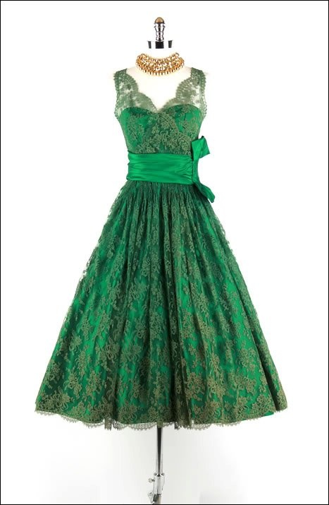 50's dress I love this style so much! The Kelly green and lace just makes it better!!!