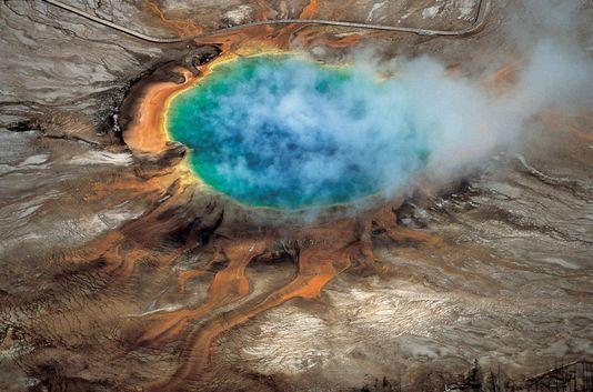 24/04/2015 Découverte d'un immense réservoir de magma sous le volcan Yellowstone