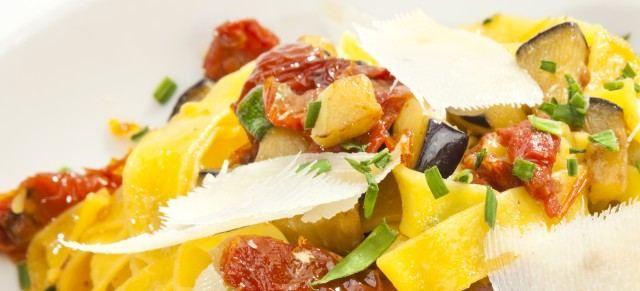 Těstoviny s lilkem a sušenými rajčaty | MUDr. Michaela Svobodová - dietolog, výživový poradce