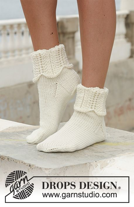 """DROPS sukat joissa aaltokuvioinen varsi """"Merino Extra Fine"""" -langasta."""