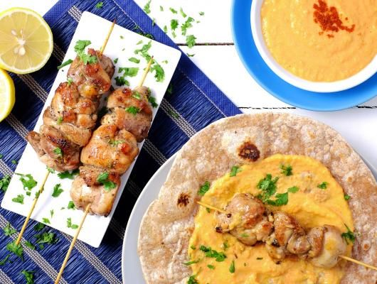 Quick Chicken Souvlakis with Roasted Pepper Hummus | When you're looking for a simple, speedy and deliciously flavoursome dish, this recipe is the perfect solution.  @mynutricounter