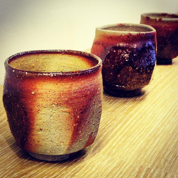 ジェイムスさん作、面取湯呑。イギリス出身の陶芸家ジェイムス・イラズムスさんと奥様で丹波布作家のイラズムス・千尋さんの二人展「Mr.&Mrs.Erasmus -二人展」は本日から!  #ジェイムス・イラズムス #イラズムス・千尋 #織部下北沢店 #備前 #陶器 #器 #ceramics #pottery #clay #craft #handmade #oribe #JamesErasums