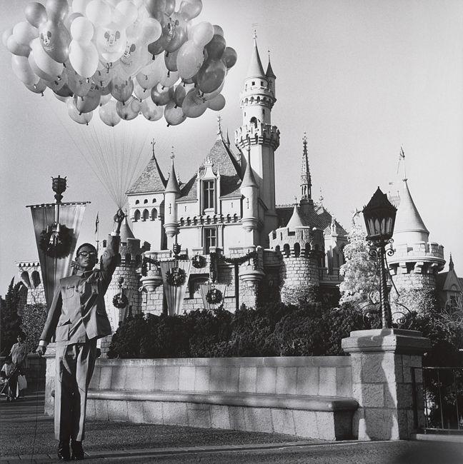 Tseng Kwong Chi, Disneyland, California, 1979