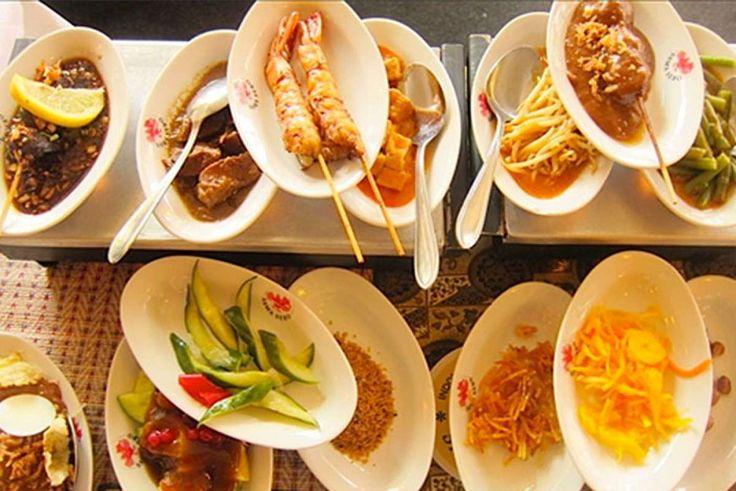 Sama Sebo is een typisch Amsterdams bruin café en Indonesisch restaurant in één. Een originele combi, te vinden in hartje Oud-Zuid.