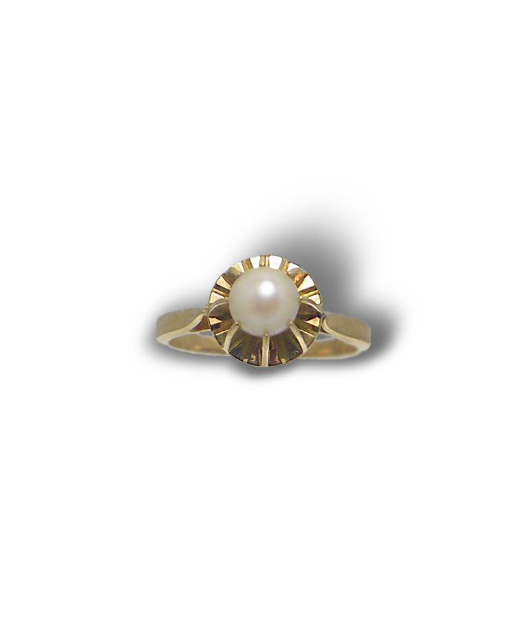 Monture or jaune 750 millièmes Perle de culture 6 mm Poids total : 2,90g Taille de doigt initiale : 52 possibilité de mise à taille du 50 au 54 forfait mise à taille : 19€