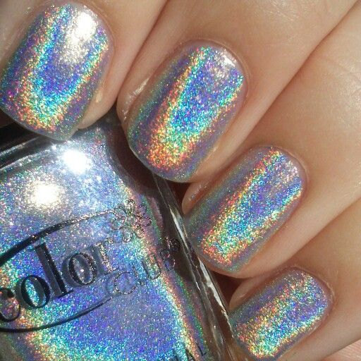 Color Club Harp On It is just ridiculous! Look at those rainbows! This is what I call a linear holographic polish. #holo #holographic