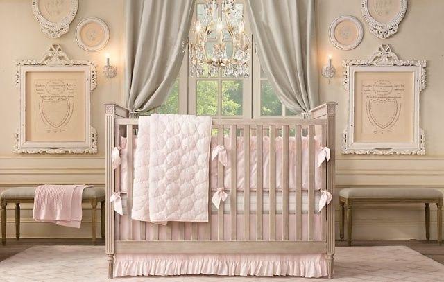 chambre-bébé-fille-rose-gris-rideaux-gris-clair-accents-rose chambre bébé fille