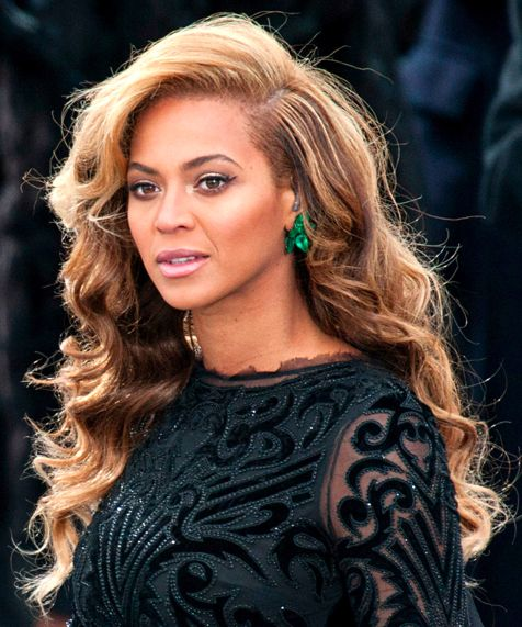 beyonce's hair is gorgeous- side part, wavy two toned hair color...