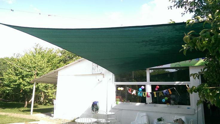 Prelate de soare pentru terase, gradini, locuri de joaca. Permit trecerea aerului si blocheaza pana la 95% din razele solare. Detalii: http://jaluzeleprestige.ro/index.php?p=jaluzele-exterior&t=prelate-soare