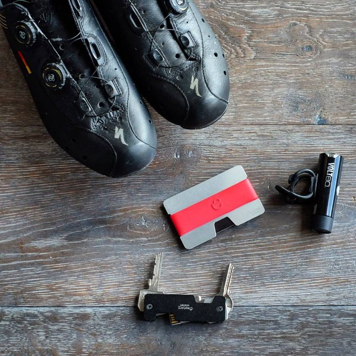 "Polubienia: 87, komentarze: 1 – Elephantwallet (@elephantwallet) na Instagramie: ""Set for cyclists.  #specialized #cyclistshoes #cyclist #cateye #elephantwallet #wallet #nwallet…"""