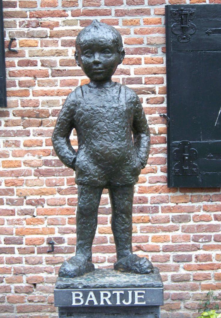 Op 4 september 1954 wordt het standbeeld van Bartje onthuld in Assen.