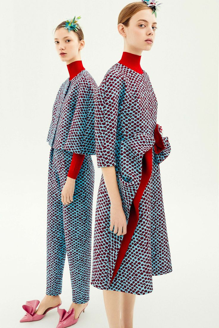 See the complete Delpozo Pre-Fall 2018 collection.