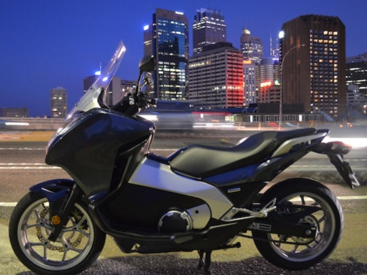 honda maxi scooter 700cc scooters. Black Bedroom Furniture Sets. Home Design Ideas