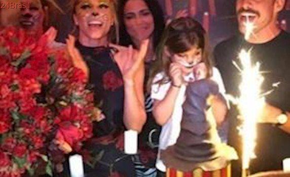 Cauã Reymond e Grazi Massafera se unem para aniversário da filha