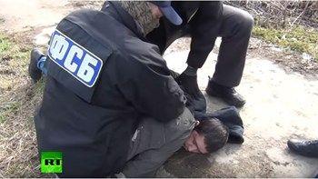 Καρέ - καρέ η σύλληψη του υπόπτου που φέρεται να οργάνωσε την επίθεση στην Αγία Πετρούπολη - ΒΙΝΤΕΟ   Η στιγμή που οι πράκτορες των ρωσικών υπηρεσιών ασφαλείας συλλαμβάνουν έναν ύποπτο που φέρεται να οργάνωσε την πρόσφατη επίθεση στο μετρό της Αγίας Πετρούπολης... from ΡΟΗ ΕΙΔΗΣΕΩΝ enikos.gr http://ift.tt/2nVmM0E ΡΟΗ ΕΙΔΗΣΕΩΝ enikos.gr