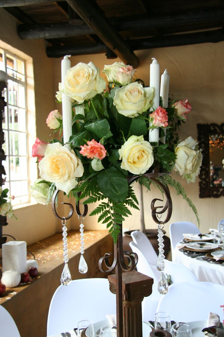 #Cream and #White with a hint of #Peach - simple but striking #Centrepiece wwwthabatshwene.co.za