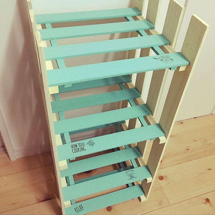 100均で手に入るすのこ。アイデア次第でオリジナルの家具が作れる優秀なDIYアイテムなんです。応用度の高さでいえば、100均アイテムの中でピカイチかも?そんなすのこを使って作る家具や、作り方についてまとめてみました。