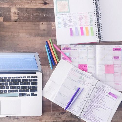 organizedcharm:  Happy Wednesday! ✏️  #desk #notebook #pens #planner #writing