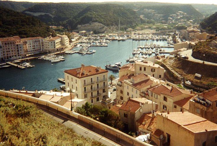 Vue du port de Bonifacio (Corse du Sud)
