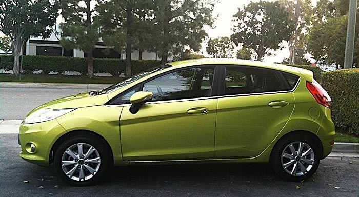 Ford_2011_Fiesta_side.jpg (700×384)