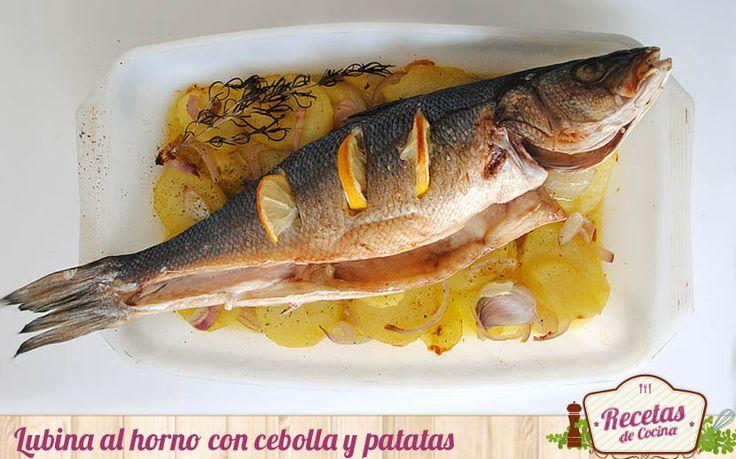 Lubina al horno sobre base de patatas y cebolla # Un pescado al horno es siempre una estupenda alternativa a incluir en nuestro menú navideño. La lubina al horno sobre base de patatas y cebolla que hoy os presentamos, es un plato ligero, ideal para …