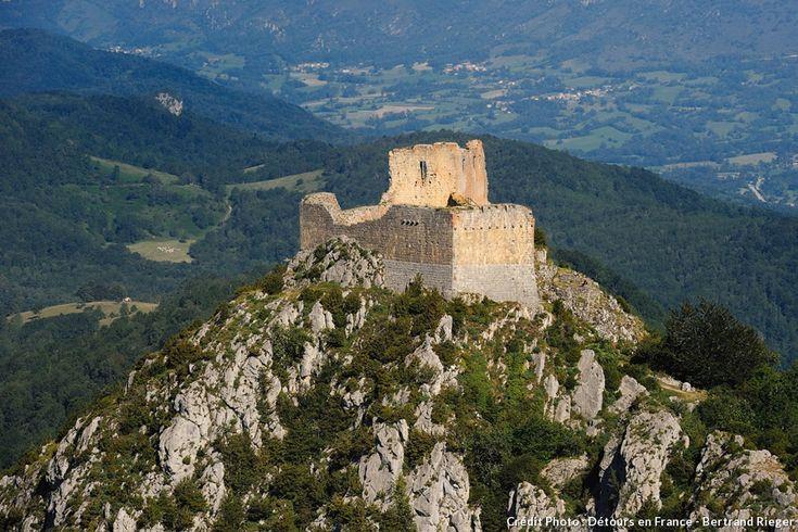 Découvrez l'histoire du château cathare de Montségur (Sur le sentier cathare)
