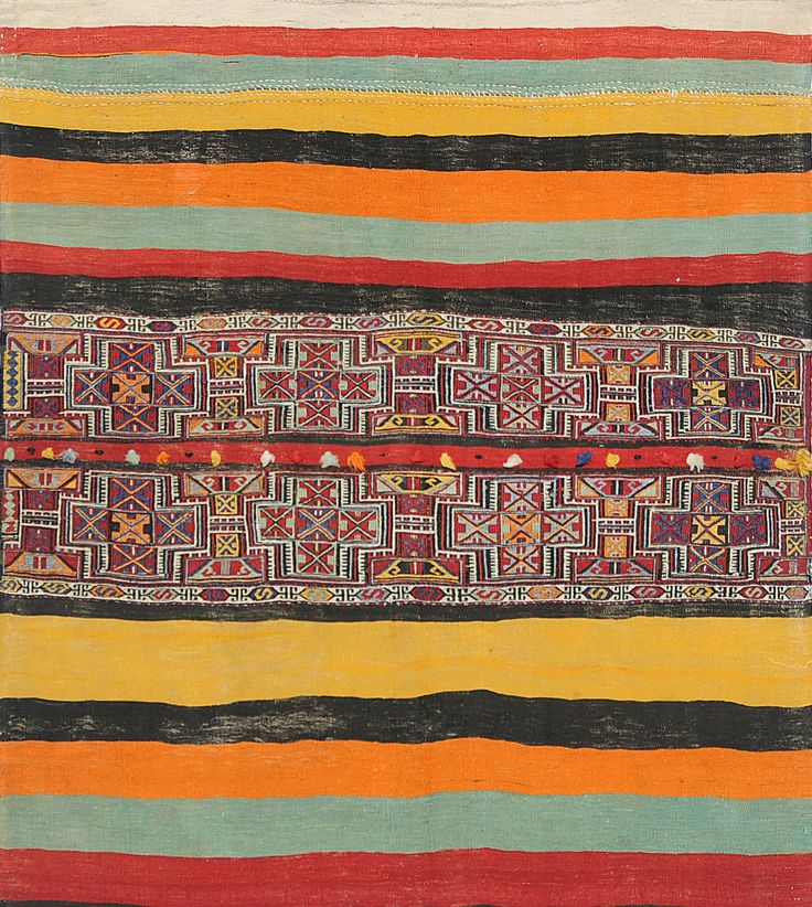 Una muestra de la gran colección de alfombras hechas a mano en el Oriente de Ignacio Larraín Alfombras.