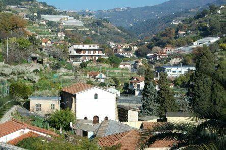 San Biagio della Cima (IM): una vista sulla Chiesa di S. Biagio e sulla Val Verbone