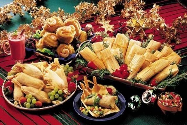 El hecho de que el Día de la Candelaria se merienden tamales no es un simple capricho gastronómico. El tamal se usó también en las ofrendas a los dioses del panteón azteca y el día 2 de febrero correspondía al inicio del primer día del primer mes del calendario mexica, llamado Atlcahualo.