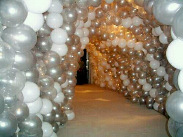 Balloon arch silver and white party balloons for Arch balloon decoration