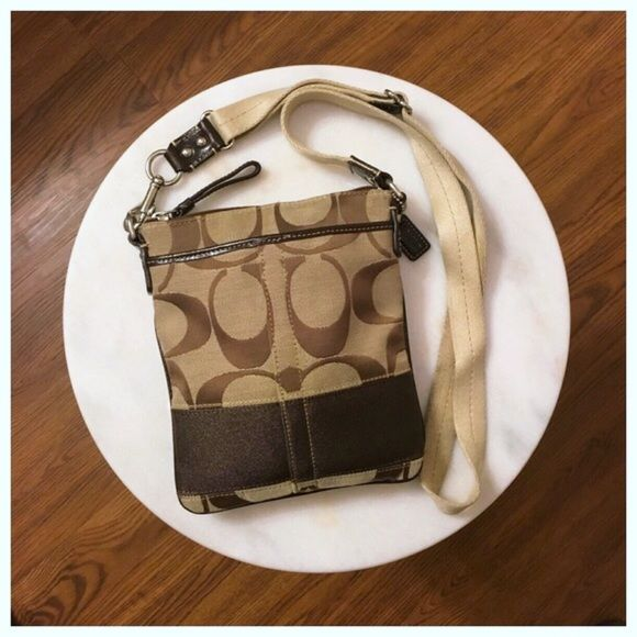 Authentic Coach Swingpack Brown Crossbody This purse is perfect for traveling with lots of organization options. Some fraying on the back shown in the second picture. Coach Bags Crossbody Bags