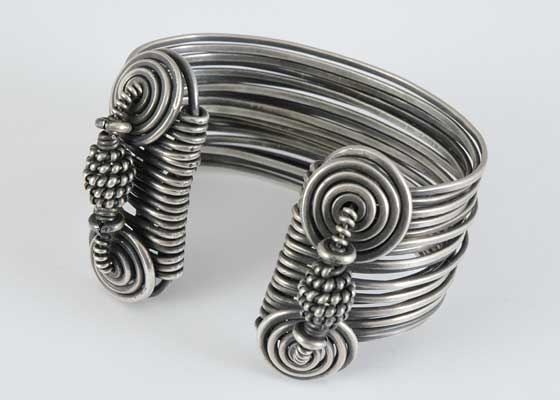 Lynne Merchant: Merchant Bracelets, Wire Cuffs, Lynn Merchanr E M Lov, Jewelry Bracelets Bangles, Wire Bracelets, Lynne Merchant, Lynn Merchant, Rings Ideas, Merchant Dead
