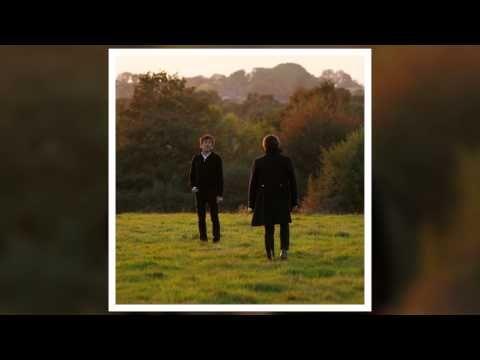 Alain Souchon et Laurent Voulzy - Derrière les mots (Audio officiel) - YouTube